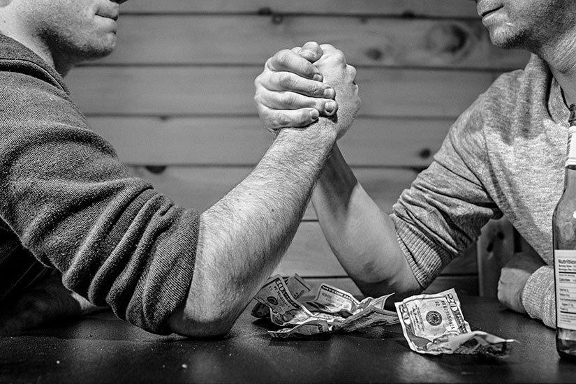 money-arm-wrestle